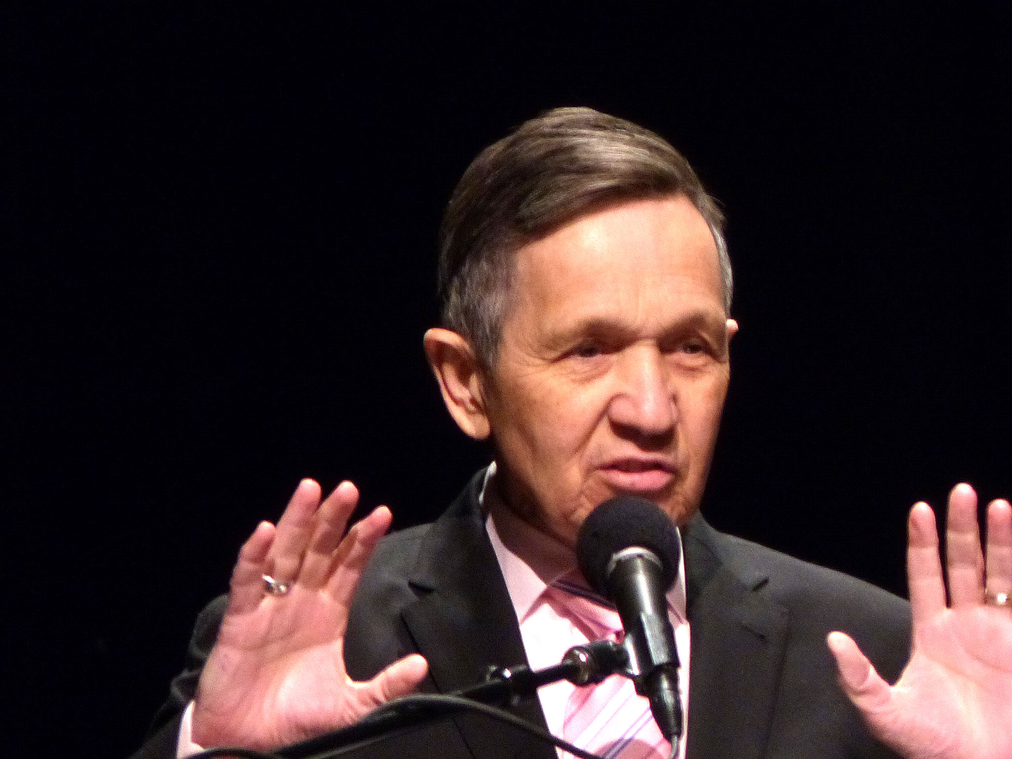 Kucinich wants to eliminate oil and gas drilling in Ohio